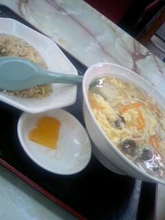中華料理「眠龍」の半チャンセット