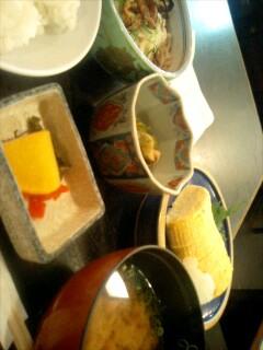 北海道料理「雪国」の冷やしうどんと出し巻き定食