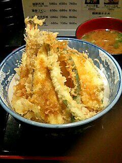 天丼専門店「丼丼亭」のにぎわい天丼