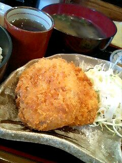 居酒屋「磯舟」のコロッケ定食