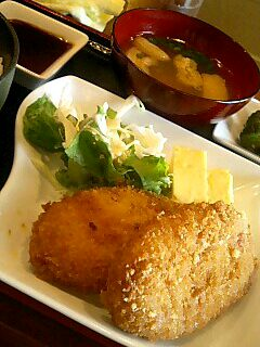 焼き鳥「司」のお肉屋さんのコロッケ定食
