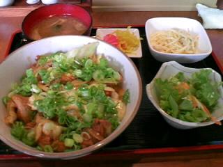 やきとり「司」のピリ辛 ダッカカルビ丼