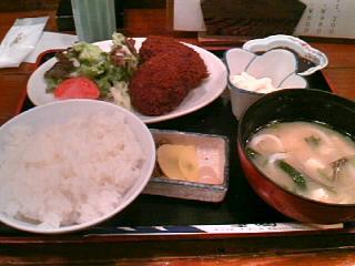 北海道料理「雪国」のメンチカツと十勝コロッケ定食?