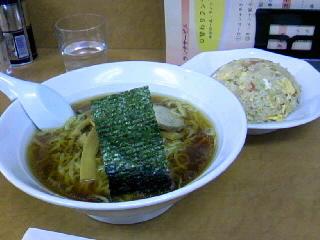 中華料理「華丸」のラーメンと炒飯のセット