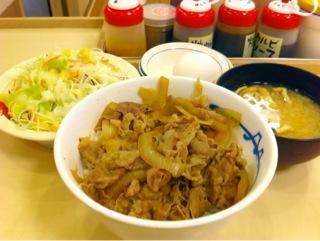 松屋の牛めし 生野菜&生玉子