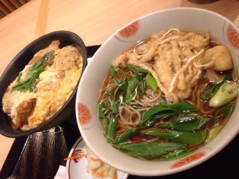 蕎麦と地鶏串焼 弦 のヒレカツ丼セット