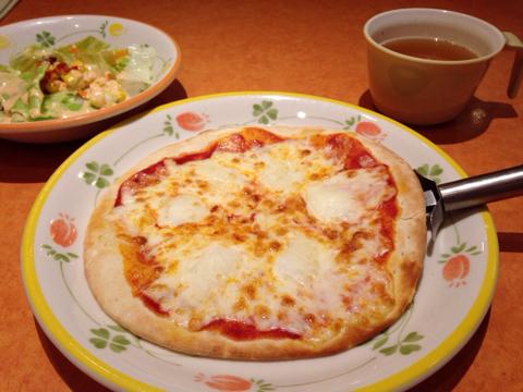 サイゼリヤのマルゲリータピザ