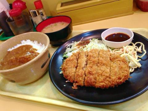 カレーハウス 五番館のメンチカツ定食