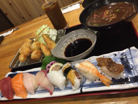 海鮮れすとらん 魚輝水産の寿司&串かつ定食