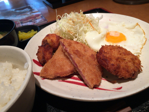 宮本むなし 東三国駅前南口店の昭和のミックスフライ定食