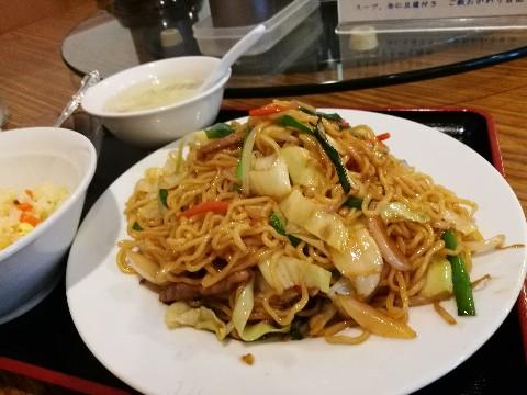 聚豊園の上海焼きそばと炒飯のセット